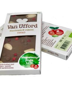 Lingonberry jingle - ekologisk mjölkchoklad, lingon, mandel och kardemumma.