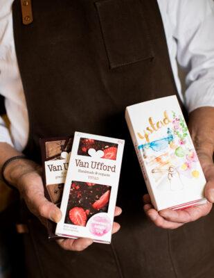 Chokladpresent med Ystad-motiv, Van Ufford Strawberry delight och Van Ufford Roasted Java är presenter som finns i fabriksbutiken och webbshopen.