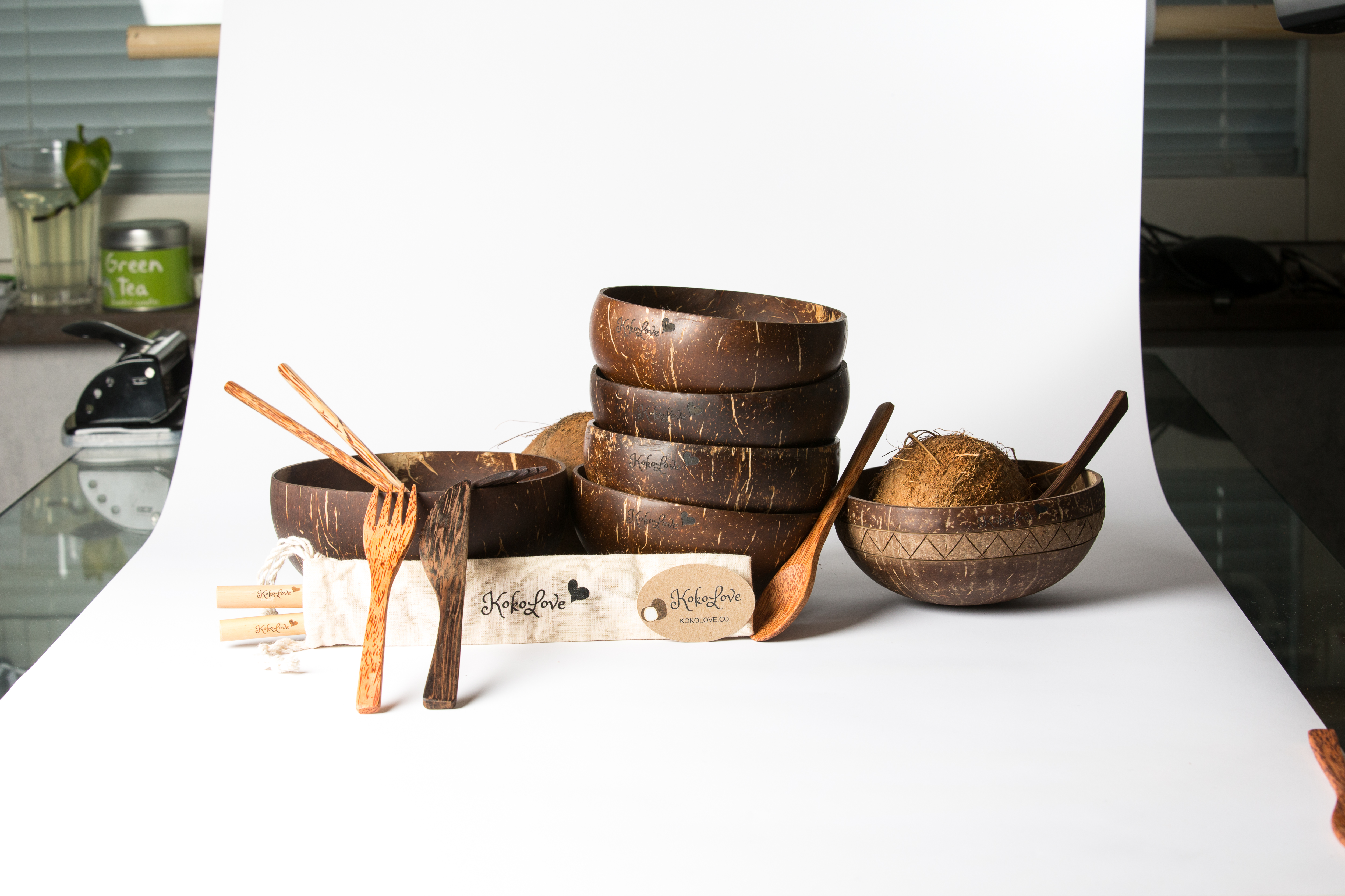 Kokosskålar, bestick av trä och sugrör av bambu från Kokolove.