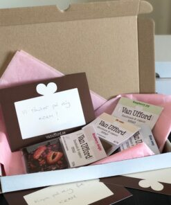 Direkt i brevlådan present med fyra 20g minisar i vit kartong som passar i brevlådan samt kort med häslning.