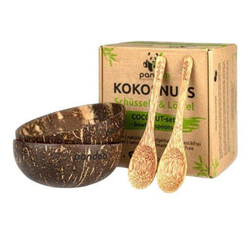Två kokosskålar och två kokosskedar framför förpackningen som är en brun kartong.